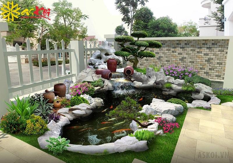 Hồ koi hình bán nguyệt trong sân vườn