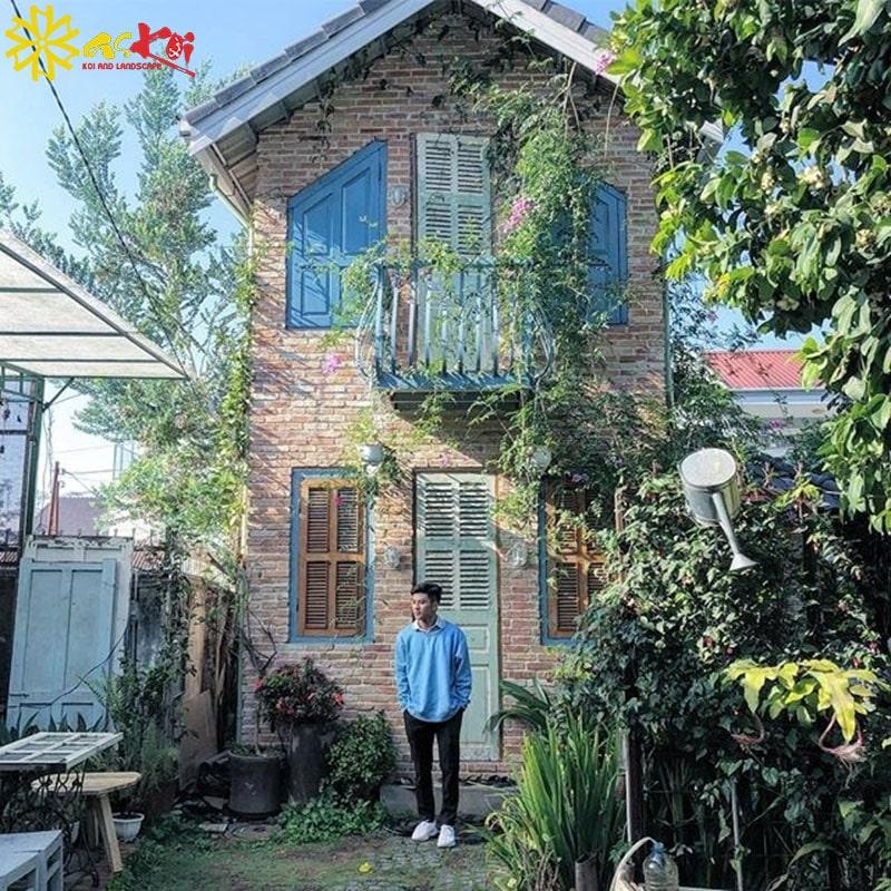Ảnh chụp phía trước ngôi nhà